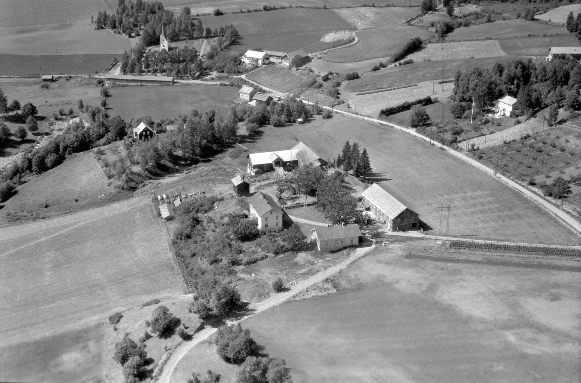 Flyfoto av By gard, Veldre, Ringsaker