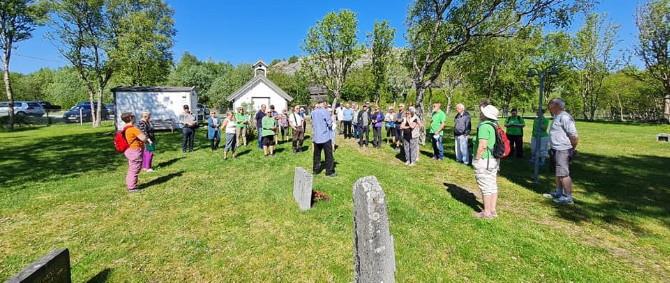 Den gamle lirkegården på Straumøya- foto Viggo Eide